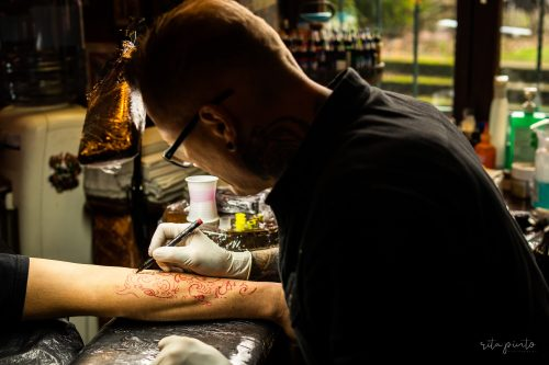 from-psychologist-to-tattoo-artist-here-are-a-couple-of-tattoo-kits-for-beginners-4