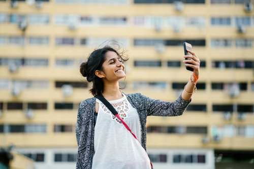 should-i-worry-about-the-mental-health-of-selfie-lovers